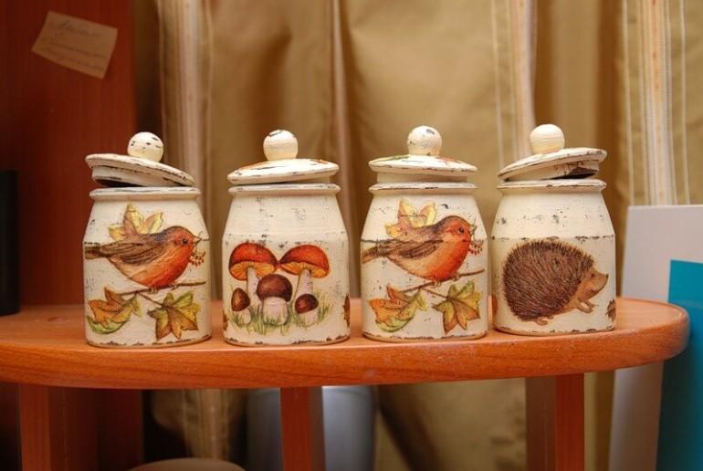 Самодельные банки для крупы на кухню с красивой отделкой декупажем