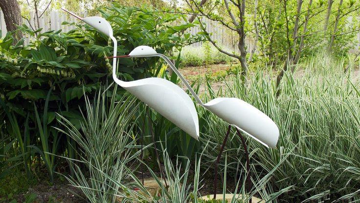 Как из пластиковых труб смастерить фигурки птиц для украшения дачи